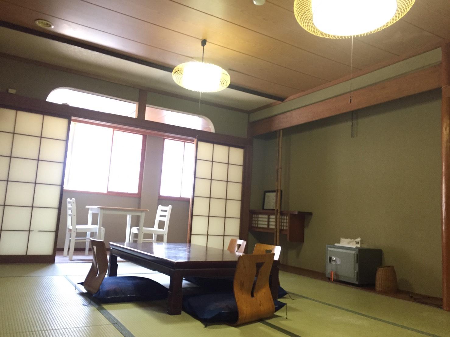 個室コンパクト4人部屋の写真